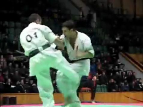 Une vidéo de K.O. du karaté Kyokushinkai